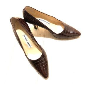 Brown crocodile Manolo Blahnik pumps